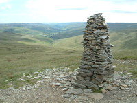 A cairn on the descent into Thwaite